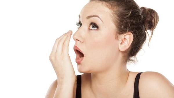 دلایل ایجاد کننده و راه های درمان بوی بد دهان